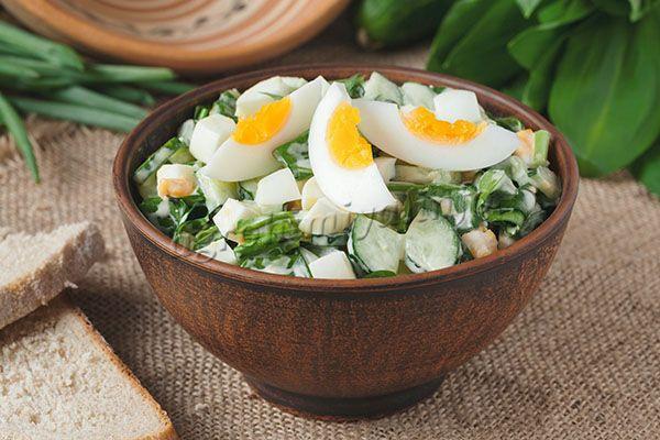 Салат весенний с диким чесноком
