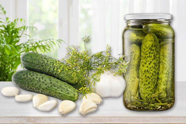 В баночках зеленцы сохраняют свои качества, остаются такими же хрустящими, упругими, вкус меняется в маринаде, но в лучшую сторону