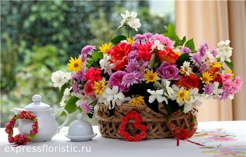 Чем ярче цветы, тем более страстные композиции выходят.